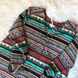 Tops - Beautiful Fun Tribal Style Print Blouse